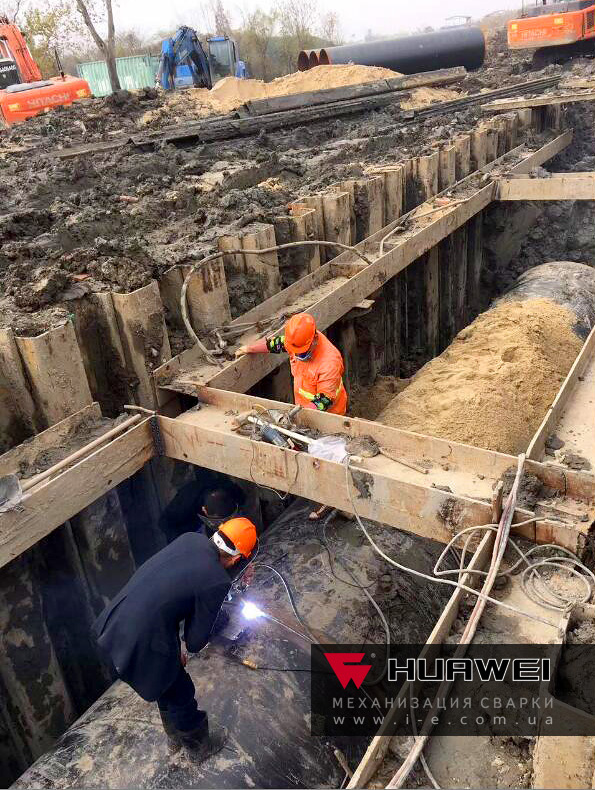 Процесс сварки магистрального трубопровода